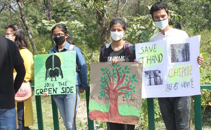 थानो के जंगल को बचाने के लिए एकजुट हुए दूनघाटी के लोग