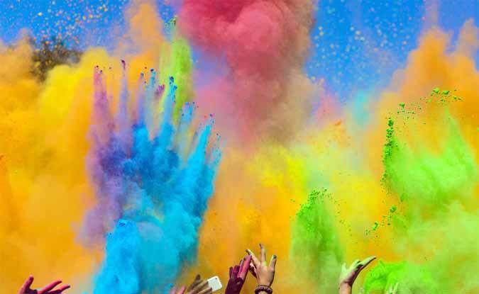होली के रंग…